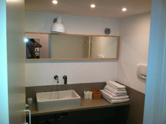 Brera Apartments: bathroom
