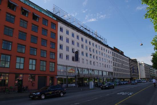 โรงแรมเบสท์เวสเทิร์นเทอเซอร์: Het hotel vanaf de straat