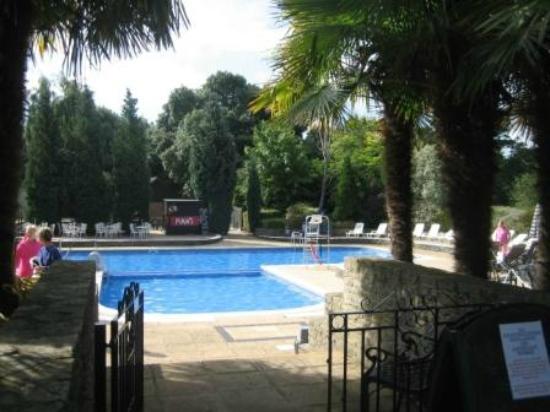 Macdonald Elmers Court Hotel & Resort: Pool