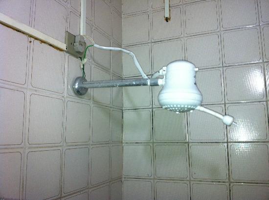 Hotel Das Fronteiras : Instalações elétricas do banheiro
