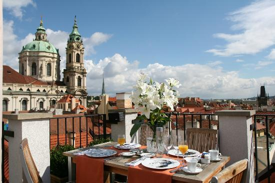 Aria Hotel Prague by Library Hotel Collection: Rooftop terrace