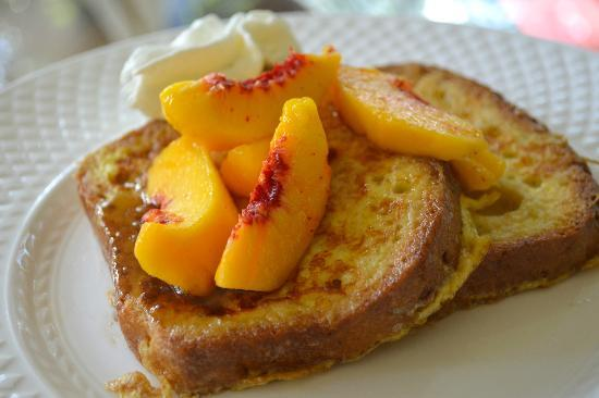 Pinecrest Bed and Breakfast: Gluten-Free French Toast and Peaches