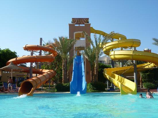 Scivoli in piscina foto di nubian island hotel sharm el - Piscine con scivoli ...