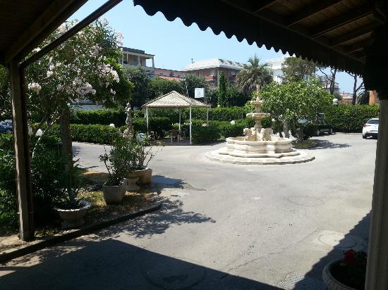 Hotel Colombo: Giardino interno dell'hotel