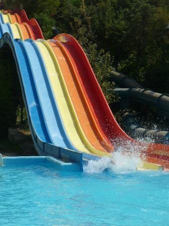 Limnoupolis Water Park : One of 10 different slides
