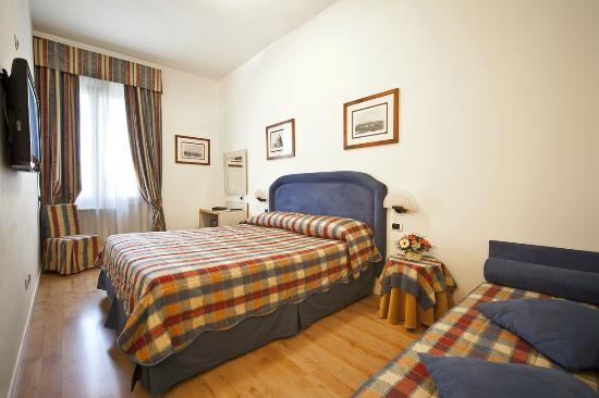 Superior Triple Room Hotel Italia Siena