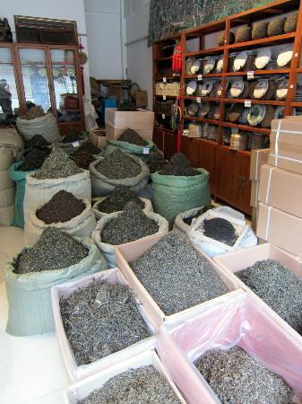 Yunnan Wholesale Tea Market: Can try many kinds of Yunnan tea