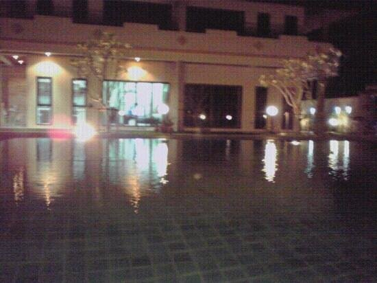 Babylon Pool Villas:                   Night Relax :-)