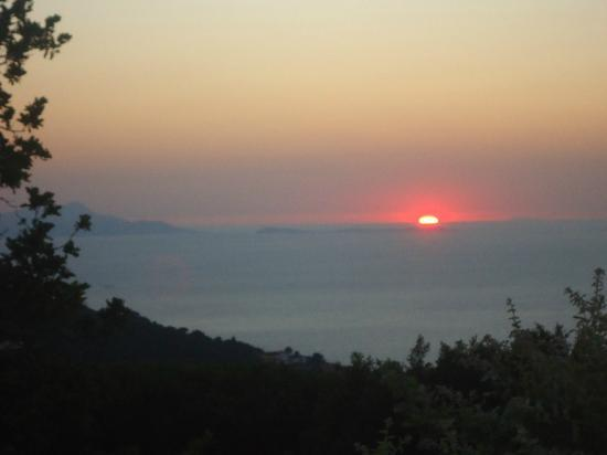 Villa Le Tore : Sunsets from the front deck area