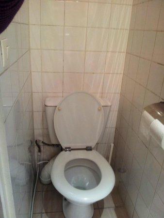 Hotel Clauzel: Tiny bathroom