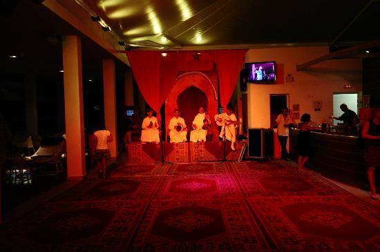 Club Med Yasmina: Bar le Deck, soirée Orientale