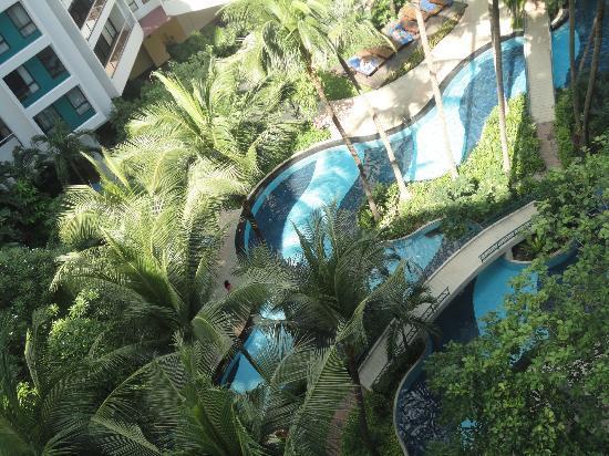 Chatrium Residence Sathon Bangkok: Swimming pool 
