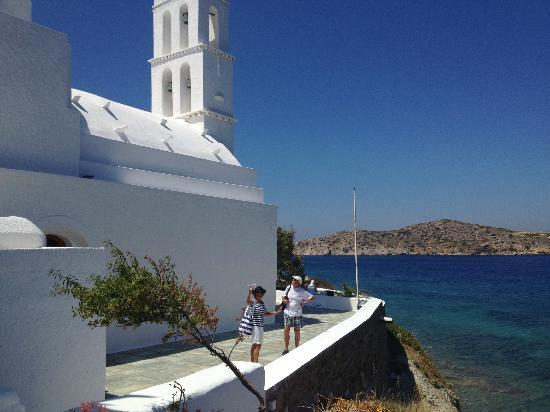 Avra Pension: The beautiful church in Yalos port were the ferries com in