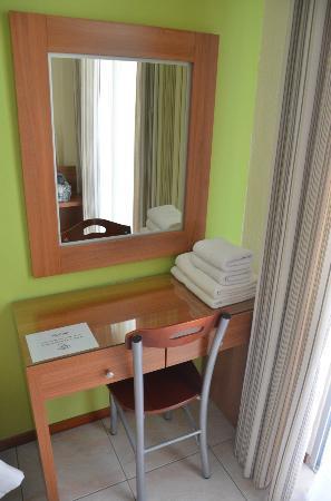 Hotel Nikos: table next to the window