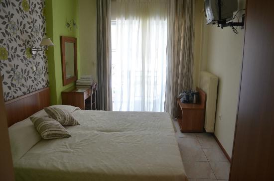 Hotel Nikos: room