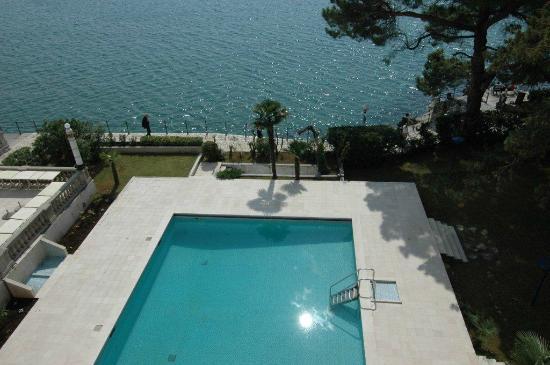 Remisens Premium Hotel Kvarner: Zimerblick aufs Pool