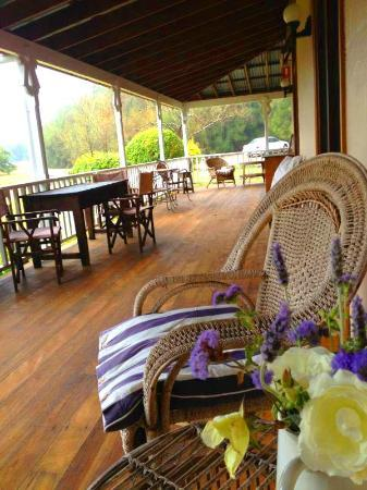 Carriages Boutique Hotel & Vineyard: Front verandah