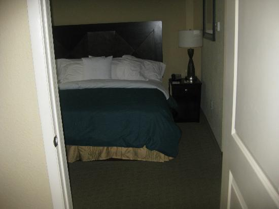 Hampton Inn & Suites Port Richey: Separate bedroom with a king sized bed, flat screen TV and a DVD player.