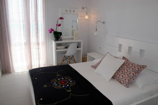 Boutique Hotel Glaros: Our room - standard on the beach side