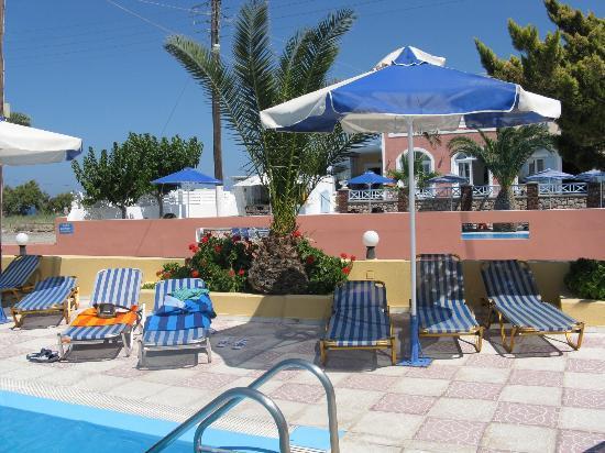 Dimitris Villas: piscina