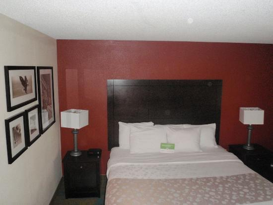 La Quinta Inn & Suites Plattsburgh: room king bed