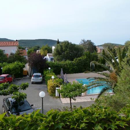 Hotel U Ricordu: Hotelgelände, Parkplätze und Pool