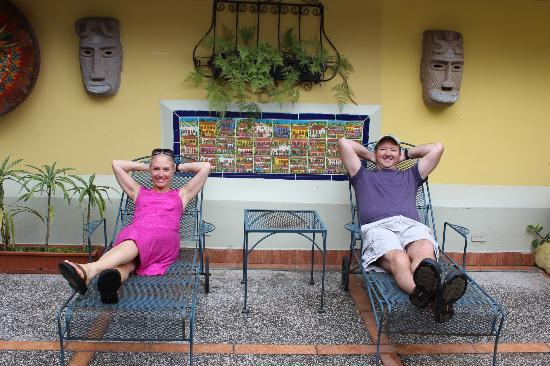 Hotel Don Carlos: Relaxing on Veranda