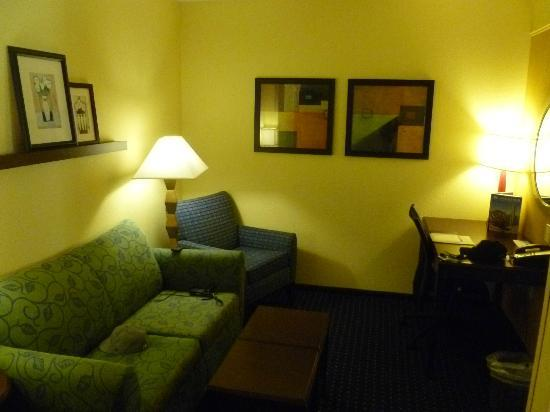 SpringHill Suites by Marriott Annapolis: Here's the sitting area