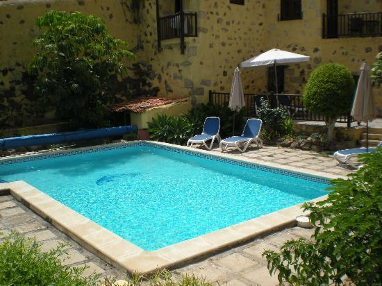 Tenerife Self Catering - La Bodega: pool just for ourselves