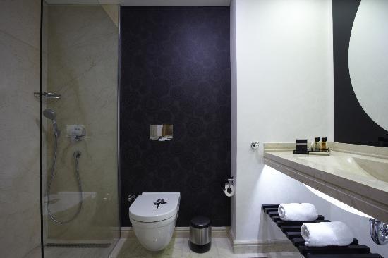 Istanbul Gonen Hotel: Bath