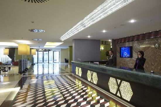 Istanbul Gonen Hotel : Reception Desk
