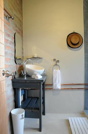 A Hilltop Country Retreat: en-suite bathroom