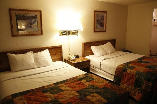 Bryce View Lodge: room with 2 dbl beds