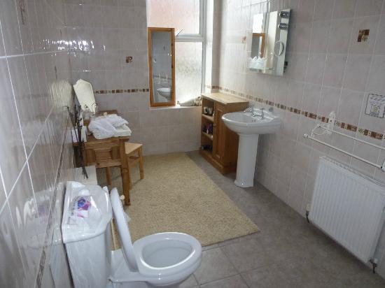 Barton House: Bathroom
