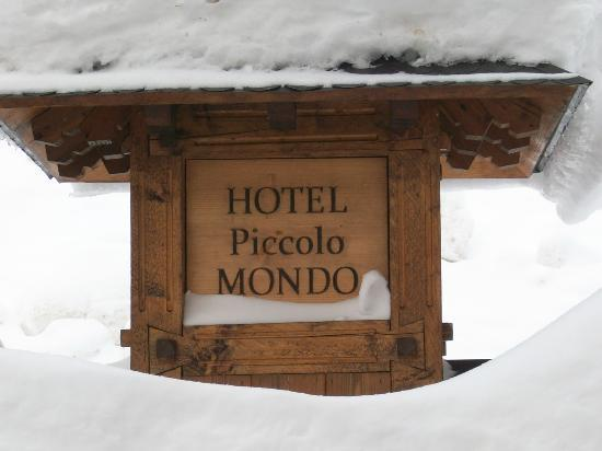 Small World Hotel: HOTEL