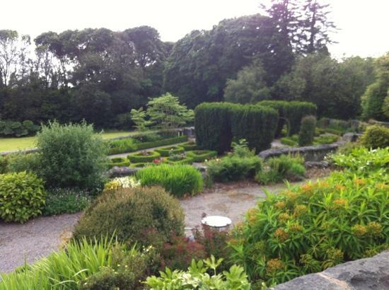 Bron Eifion Country House Hotel: Gardens