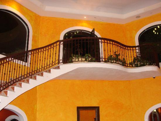 Royal Club at Occidental Grand Cozumel: wonderful staircase