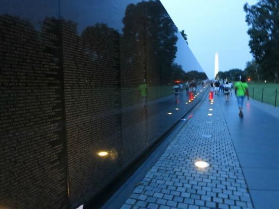 Context Washington Tours: Vietnam War Memorial