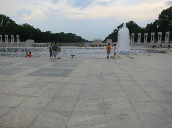 Context Washington Tours: World War II Memorial