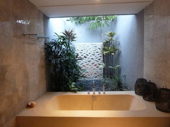 Jabunami Villa Canggu Bali : Master bathroom