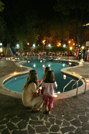 Marina Romea, Italie : La piscina di notte