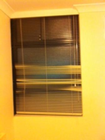 Assured Waterside Apartments : Window in Bathroom