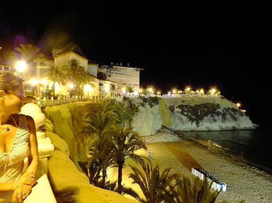 Balcon del Mediterraneo : vista nocturna playa pequeñita