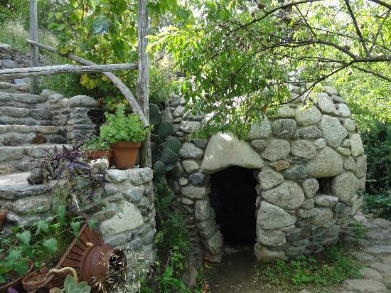Le Jardin des Sambucs : Tropfsteinkugel