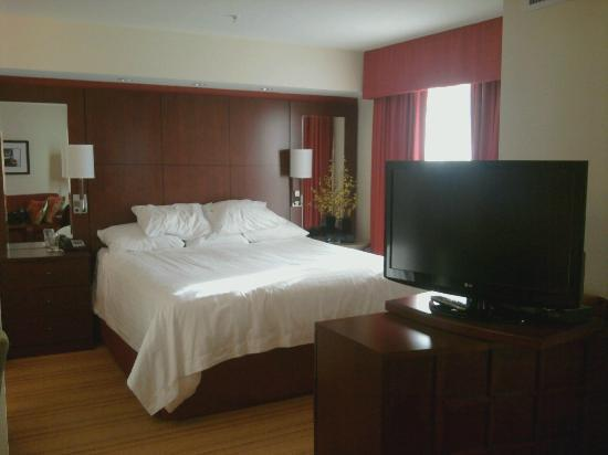 Residence Inn Burlington Colchester: Bedroom area of our suite with big screen tv on right