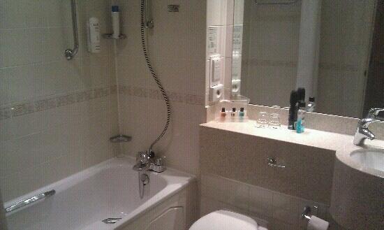 Holiday Inn Rotherham-Sheffield M1, Jct. 33: bathroom 328