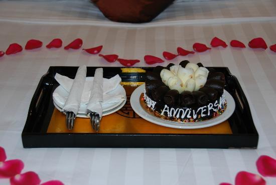 Hanoi Meracus Hotel 1: Delicious cake for anniversary!