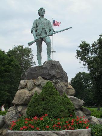 Λέξινγκτον, Μασαχουσέτη: Minuteman Statue at Minuteman Bridge