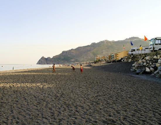 Camping La Focetta Sicula: Direttamente sul mare, con discesa privata in spiaggia