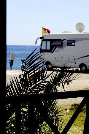 Camping La Focetta Sicula: Vista dal patio di una delle 8 Mobilhome